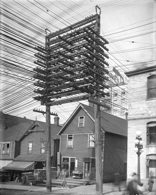 Linee telefoniche a Main Street a Vancouver, marzo 1914 (Foto di Vanalogue).