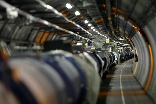 Il Large Hadron Collider che corre sotto i tunnel del CERN