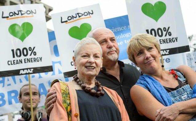 Vivienne Westwood Peter Gabriel ed Emma Thompson alla marcia di Londra