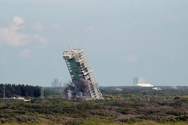 La distruzione controllata del complesso 36A.