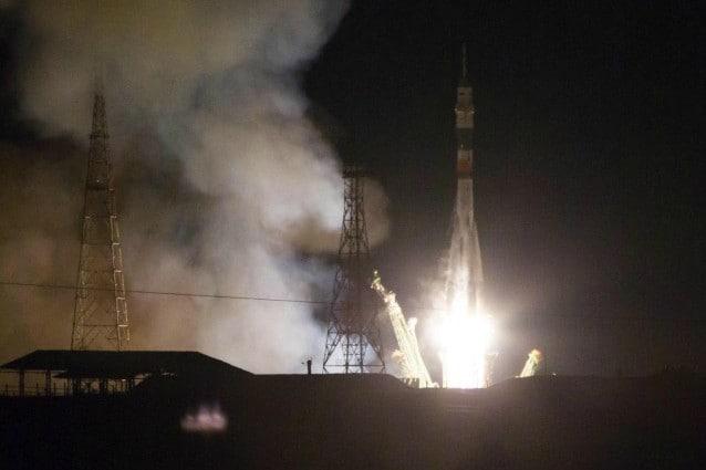 24 novembre 2014: la navicella Soyuz TMA–15M lascia il cosmodromo di Baikonur, in Kazakistan, con a bordo il cosmonauta russo Anton Shkaplerov, l'astronauta americano Terry Virts e l'astronauta italiana Samantha Cristoforetti, equipaggio diretto verso la ISS.