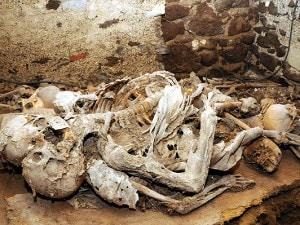 gli scheletri abbracciati di casteldardo foto di mauro chessa