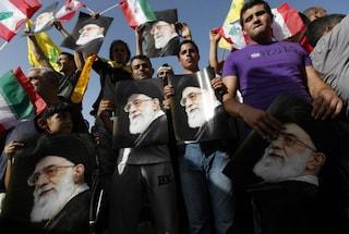 """La polizia morale iraniana vieta gioielli e acconciature """"occidentali"""" [VIDEO]"""