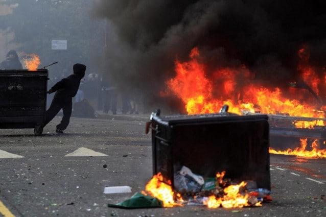Continuano gli scontri a Londra