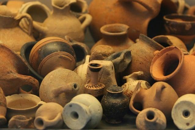 La scoperta di una piccola tomba etrusca a Civitella Paganico è stata seguita dal ritrovamento, al suo interno, di tre gusci d'uovo vecchi di più di duemila anni, probabili resti di un banchetto rituale.