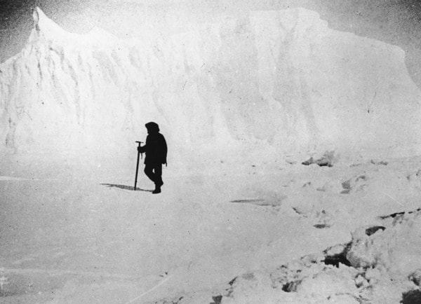 Esattamente un secolo fa, un pugno di uomini guidati dal norvegese Roald Amundsen raggiungeva un territorio fino ad allora sconosciuto ed ostile, l'Antartico, un'incredibile impresa tra i ghiacci con l'obiettivo di essere i primi a mettere piede al Polo Sud.