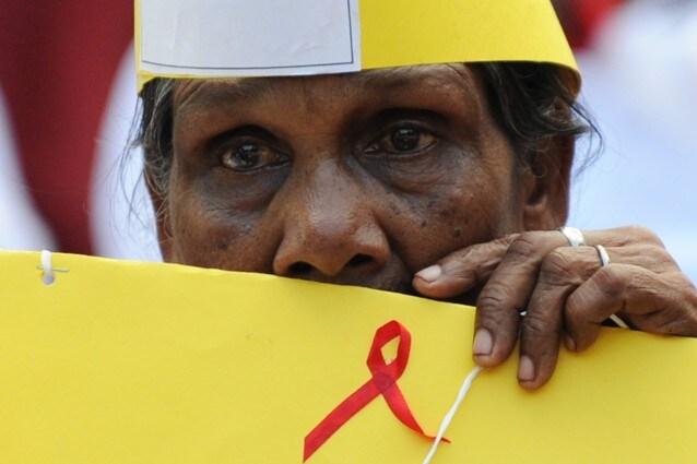 Nel nostro paese ogni tre ore c'è un nuovo contagio da virus HIV. Eppure, nonostante questo, sono anni che le istituzioni non investono in serie campagne di sensibilizzazione, il risultato, Ormai, grazie ai progressi medici che comunque ci sono stati, sono in tanti a credere erroneamente che l'HIV sia stato debellato.