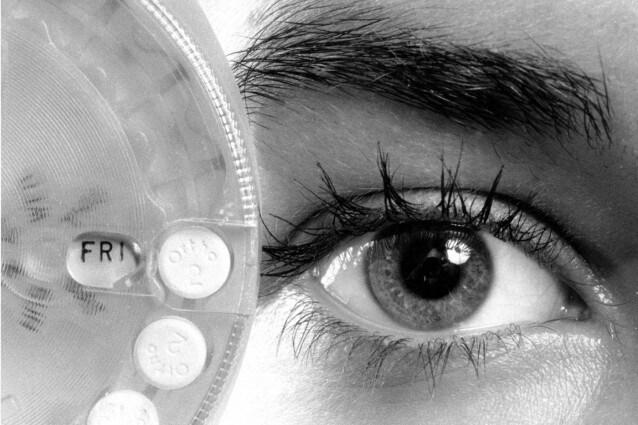 Nonostante sia giunta in Europa ormai cinquanta anni fa, la pillola anticoncezionale continua ad essere guardata con sospetto della maggior parte delle donne. A dispetto dei suoi numerosi vantaggi su cui sono in tante a non essere adeguatamente informate.