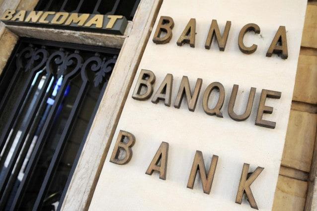 Gli istituti di credito fanno i loro conti e si schierano contro la nuova norma imposta dal Governo che garantisce conti a zero spese per i pensionati fino a 1500 euro al mese. Le banche contrarie anche ai nuovi provvedimenti in materia di mutui e commissioni sulle spese con carta elettronica.