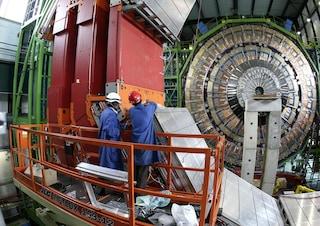 I neutrini non sono più veloci della luce? Forse, ma bisognerà aspettare ancora