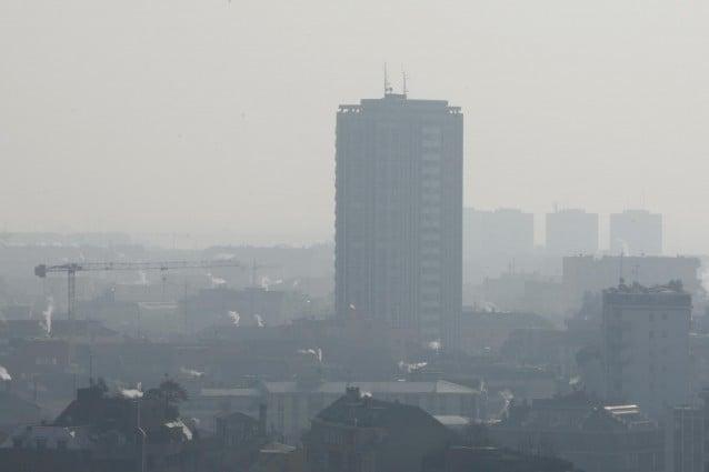 Secondo i rilievi effettuati tra aprile e settembre 2011 dalla European Environment Agency, le percentuali più alte di ozono nell atmosfera sono state registrate nell area della Pianura Padana, che detiene così il triste record della peggior qualità dell aria d'Europa.