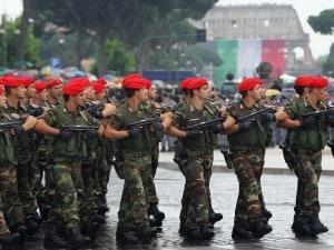 Parata del 2 giugno: niente cavalli, aerei e mezzi militari ma sì ai Vigili del Fuoco