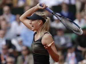 Maria Sharapova batte 6-3 6-2 Sara Errani e vince per la prima volta il Roland Garros. La russa, che non vinceva uno Slam dal 2008, a Parigi ha vinto l'unico Slam che le mancava.