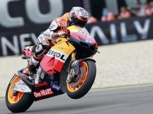 Terzo successo nella MotoGp 2012 per Casey Stoner. L'australiano ha preceduto Pedrosa e Dovizioso. Lorenzo è uscito alla prima curva. 13° Rossi.