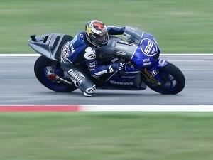 Ennesimo successo per lo spagno Jorge Lorenzo che mette le mani sul Mondiale MotoGp 2012. Ottimo secondo posto per Valentino Rossi. Pedrosa fuori al primo giro.