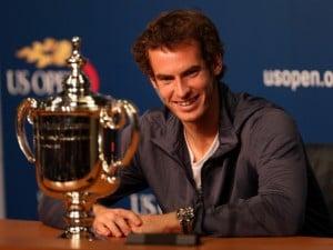 Dopo aver visto quattro finale Slam di fila, Andy Murray rompe il tabù. Lo scozzese ha sconfitto in cinque set Nole Djokovic. Il match è durato 4 ore e 54 minuti.