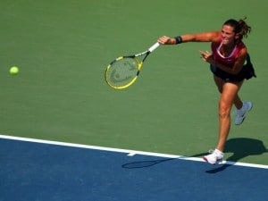 Come al solito le donne portano avanti il tennis italiano. Errani e Vinci hanno raggiunto la seconda settimana. Sara ha sconfitto la russa Puchkova, Roberta la slovacca Cibulkova. In campo maschile vincono Federer e Murray.