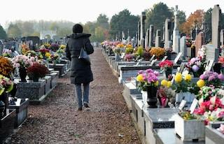 """Cuneo, rubano i giocattoli dalla tomba del figlio: """"Sto piangendo mentre scrivo, ridatemeli"""""""