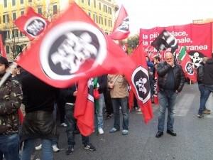 Giornata di cortei e manifestazioni nella Capitale e non solo: la protesta degli studenti è stata pacifica ma Roma è ancora blindata per la mobilitazione di CasaPound. Contemporaneamente va in scena un presidio antifascista.