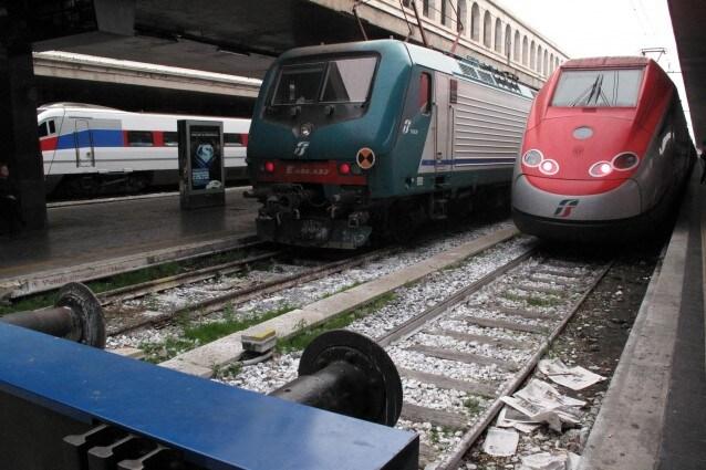 Rti rende noto che a causa di un ingente furto di rame tra Roma Ostiense e Ponte Galeria si stanno verificando gravi problemi alla circolazione ferroviaria nel nodo di Roma. Sospesi i collegamenti con l'aeroporto di Fiumicino.