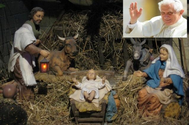 Il Papa rivoluziona il presepe: Il bue e asinello non c'erano e i