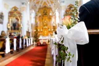 Laici possono celebrare nozze e funerali in chiesa se mancano i sacerdoti, l'ok del Vaticano
