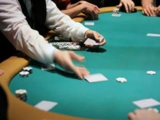 Gela, arresti per truffe sul gioco d'azzardo. Software prevedeva risultati delle mani di poker