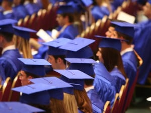 Istat, lavoro: per i giovani meglio essere diplomati che laureati
