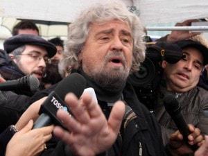 """M5S deposita il simbolo, Grillo: """"Apriremo il Parlamento come una scatoletta"""""""