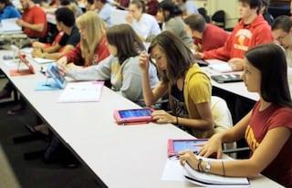 Scuola, gli studenti italiani non sanno più leggere: male al Sud e negli istituti tecnici