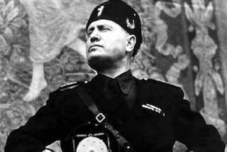Mostra un'immagine di Mussolini a un No Tav indagato: punito un carabiniere