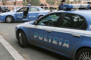 Agguato a Torino: far west in strada, 48enne ferito a colpi di pistola, aggressore in fuga