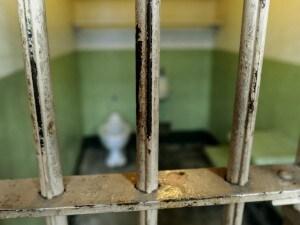 """Per ogni 100 posti, nei nostri penitenziari, ci sono 147 persone e ogni detenuto """"costa"""" 116 euro al giorno. Siamo al terzo posto anche per numero assoluto di detenuti in attesa di giudizio, dopo Ucraina e Turchia. È quanto emerge dal rapporto del Consiglio d'Europa sulla popolazione carceraria nei 47 Stati membri."""