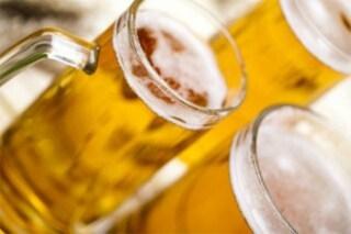 Massa, figlio beve birra: genitori chiamano polizia per impedirglielo ma ha 18 anni