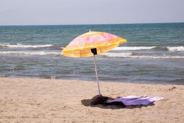 Licola, una spiaggia deserta dopo i sequestri