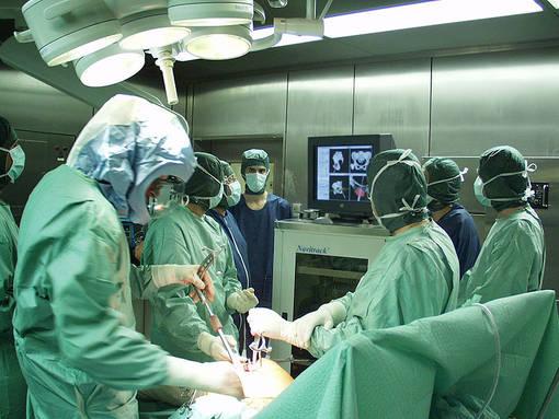Taranto, paziente perde una gamba dopo un intervento: 10 medici indagati per lesioni colpose