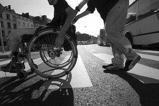 285 euro a invalidi civili non sono adeguati a garantire mezzi per vivere: lo stabilisce la Consulta