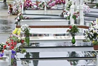 Furto choc al cimitero, rubati giocattoli sulle tombe dei bimbi morti nella strage di Viareggio