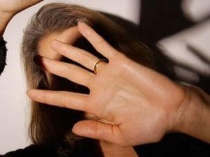 Catania, il papà picchia la mamma: la figlia registra l'audio delle botte e lo fa arrestare