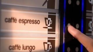 """Lecce, pausa caffè mentre lavora ma il distributore esplode: grave 23enne. """"Ustioni e lesioni"""""""