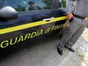 Foggia, rubano pistola a finanziere di guardia al seggio elettorale e si dileguano