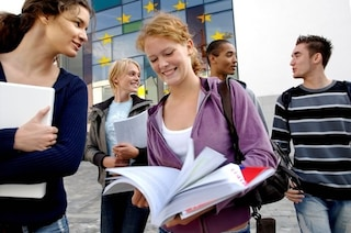 Fare debiti per studiare: quando l'Europa copia la parte peggiore degli USA