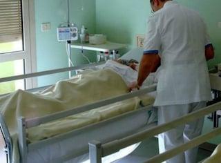 """Grosseto, rubano in ospedale la fede al papà malato: """"In 60 anni non l'aveva mai tolta"""""""