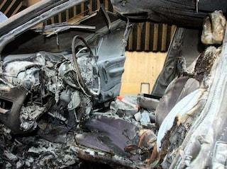 Orrore a Ferrara, auto in fiamme in un campo: all'interno trovati due cadaveri carbonizzati