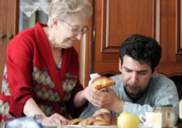 """I giovani italiani sono poveri, è per questo che aumentano i """"mammoni"""""""