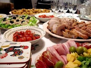Treviso, un pranzo in casa tra amici diventa un focolaio di Covid-19: in 15 positivi