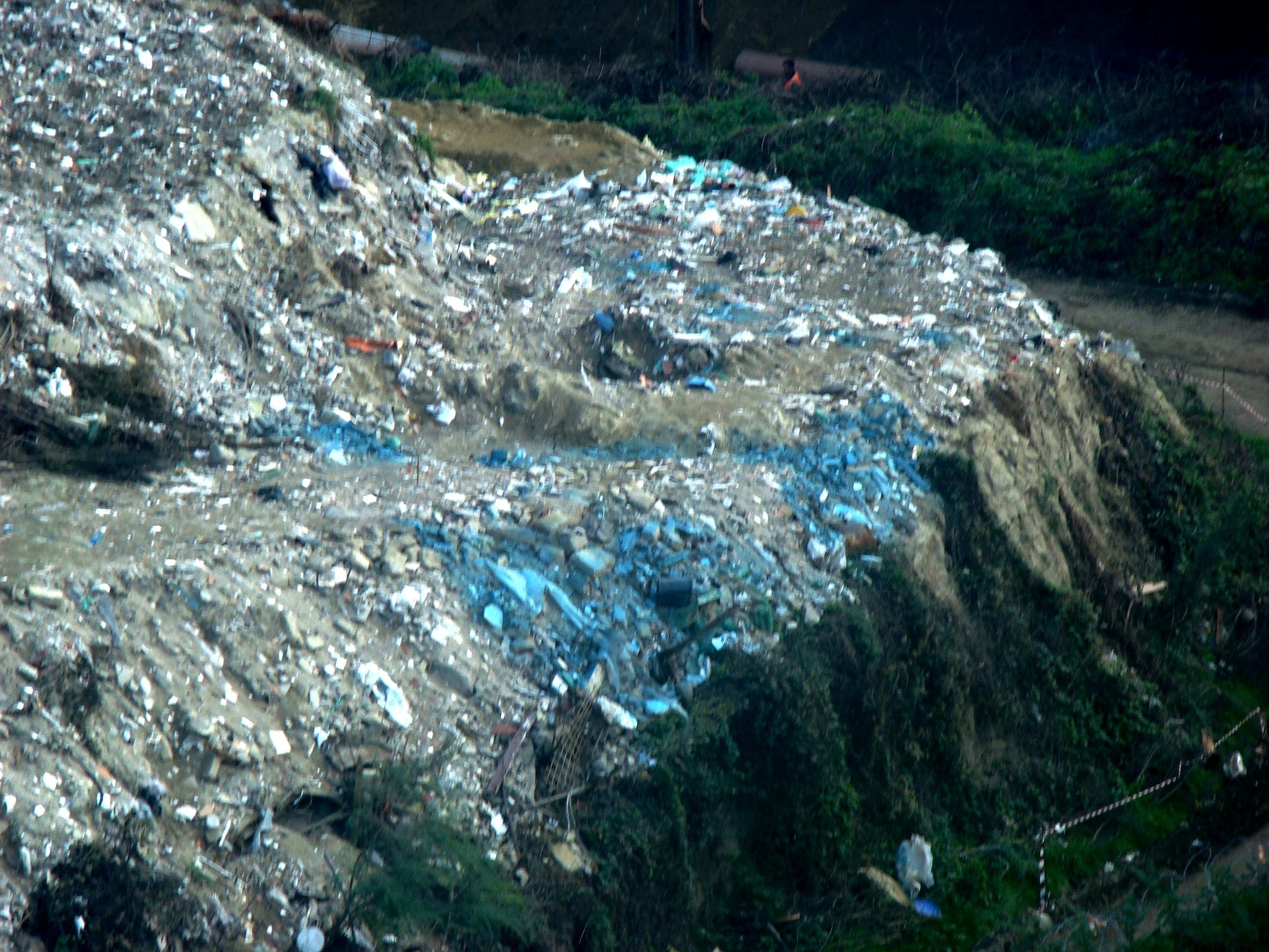 Diecimila tonnellate di amianto ritrovate a Chiaiano nel cantiere della discarica