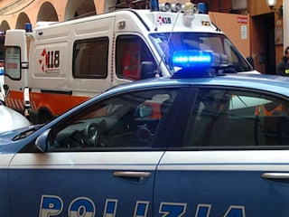 Tenta di strangolare la moglie malata ma si pente e chiama il 112, pensionato arrestato a Firenze