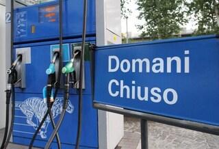 Sciopero benzinai 6 e 7 novembre, chiusi anche i self: la lista delle pompe aperte