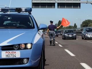 Contromano in A14: percorre 8 km prima di accorgersene, 85enne perde la patente